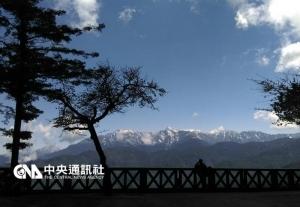 【新聞】賞花遙望玉山雪 阿里山遊客賺到了
