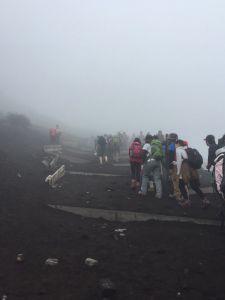 2017雨中的富士山