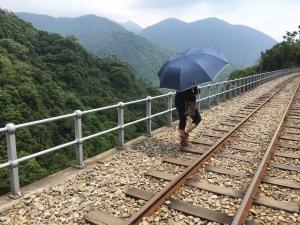 與森林小火車相依的獨立山步道
