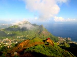 山岳之美─踩在雲端上,遠眺大肚美人山
