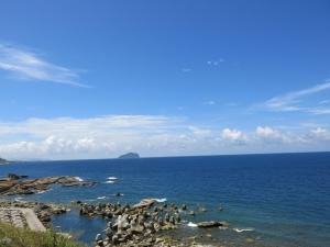 八斗子忘憂谷步道看海水正藍