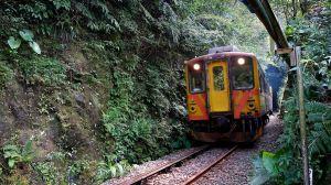 古道、溪流、壺穴、瀑布之平溪鐵道之旅