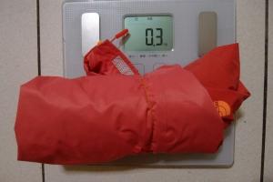 【衣測】超輕、防水防風又透氣的TNF FuseForm外套