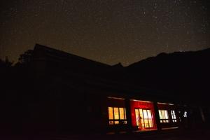 山岳之美--金黃箭竹、雲海、星空的奇萊南華山