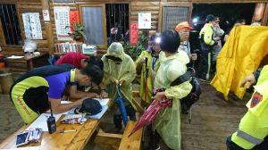 【新聞】北市早覺會登山因暴雨受困 30人平安下山