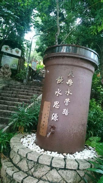 天母水管路步道~台灣獼猴不期而...